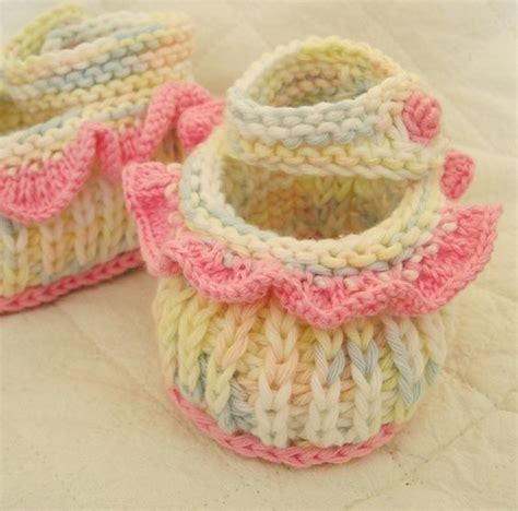 easy knit booties pattern easy baby booties free knitting pattern for baby booties