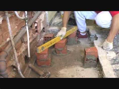 montaggio piatto doccia sopra pavimento come posare il piatto doccia