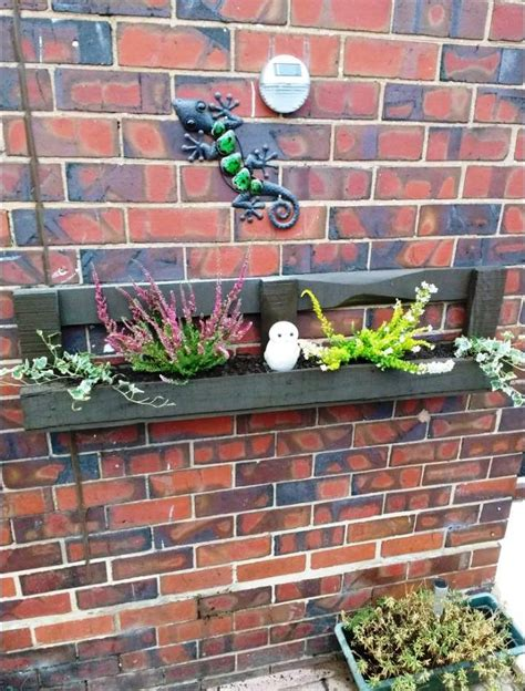 Wall Planter Boxes by Easy Wall Mounted Pallet Planter Box