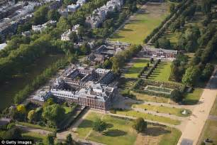 Kensington Palace Interior by What S Going On Behind The Kensington Palace Hedge Daily