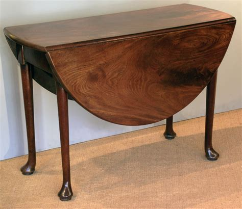 Georgian drop leaf dining table / antique pad foot table