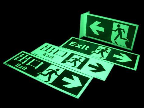 Stiker Tanda Jalur Evakuasi uyarı levhaları ikaz levhaları ve tabelaları