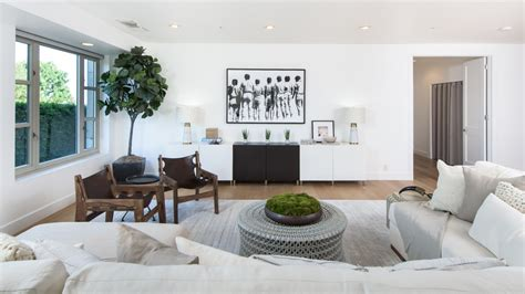 one bedroom apartments in kendall kendall jenner lists her starter home for 1 6m