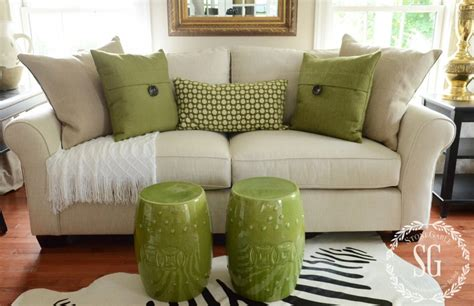 how to place pillows on a sectional sofa pillows green pillows with white throw