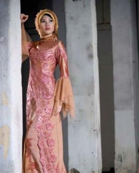 gambar baju kebaya muslim wisuda contoh desain model kebaya muslim modern terbaru wanita