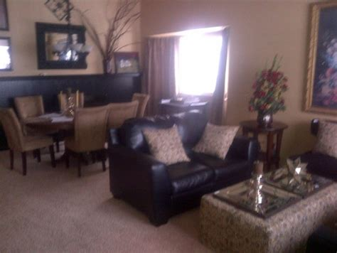 no foyer living room living room dining room combo no real entryway really need office space