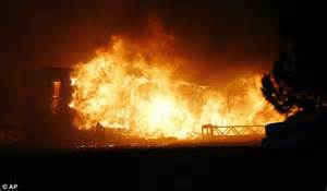 trailer house movers in oklahoma oklahoma wildfire leaves 1 dead as 1 000 forced to evacuate homes daily mail online