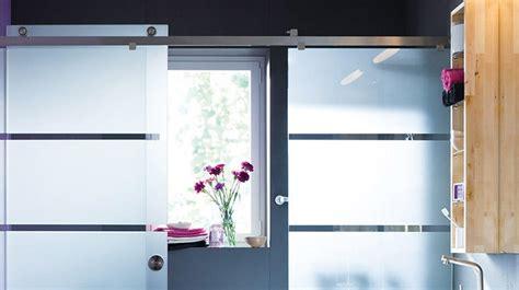 duschabtrennung milchglas duschabtrennung aus glas mit schiebet 252 ren 4 duschkabinen