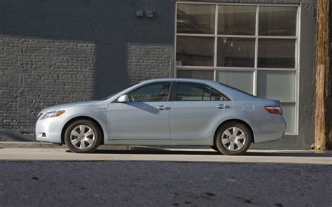 Ford Fusion Compared To Toyota Camry 2010 Ford Fusion Hybrid Vs 2009 Toyota Camry Hybrid