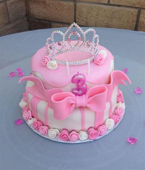 pink princess birthday cake  cakes pinterest birthdays cakes  tiaras