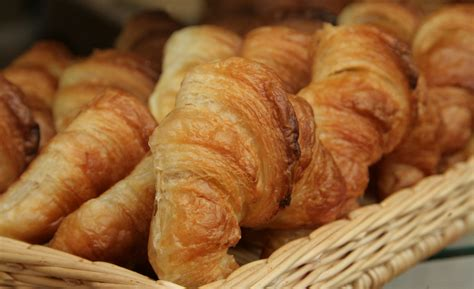 7 days croissant carbohydrates nutrients nutrition qed