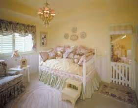 Feminine charms toddler bedroom decorating idea toddler bedroom