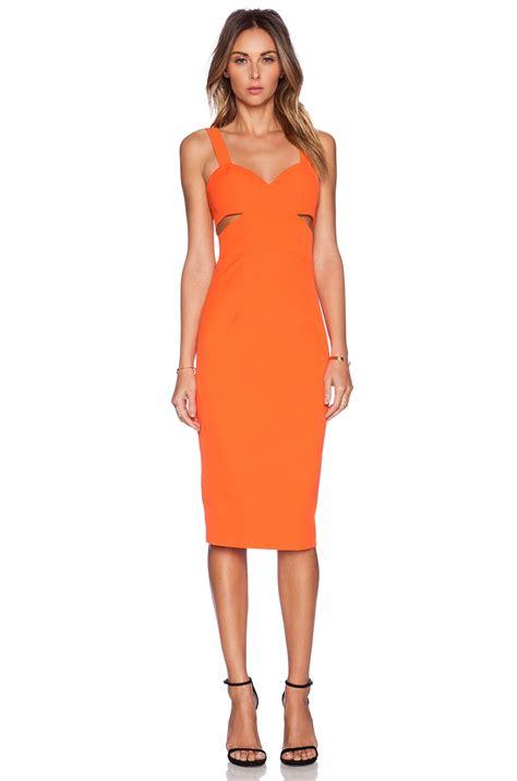 Dress Wanita Orange dewan offers glimpse of cleavage with ali larter at