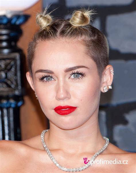 Miley Cyrus     hairstyle   easyHairStyler