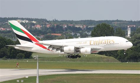 emirates airline wikipedia oukas info file a6 edg emirates a380 12 jpg wikimedia commons