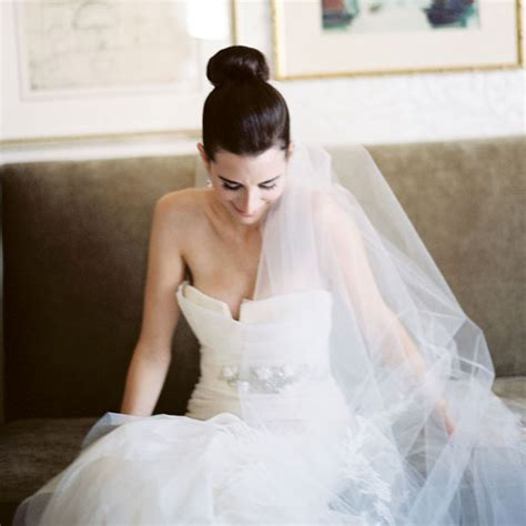 Wedding Hairstyles With Veil And High Bun by 5 Spectacular Bridal Hairstyles For Hair With A Veil