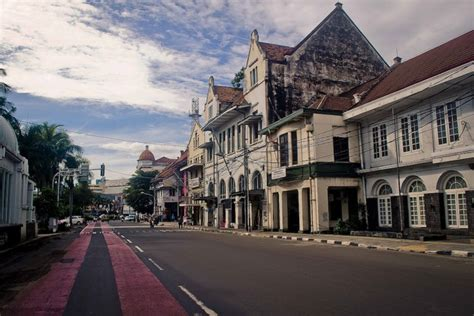 background jalan kota wisata di jakarta explore kota tua