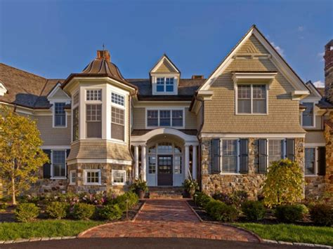 18 glamorous traditional home exterior designs you won t