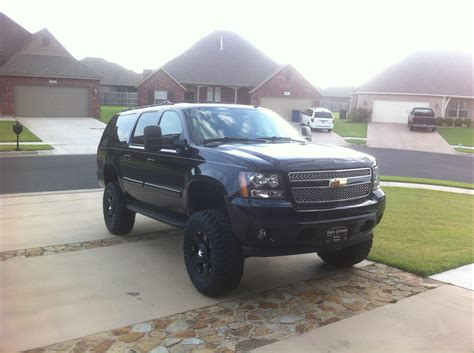 chevrolet suburban lifted image gallery 2014 2500 suburban