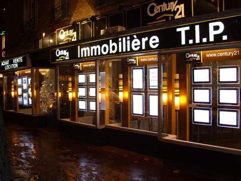 vetrine illuminate vitrinemedia pannelli luminosi led per agenzie immobiliari