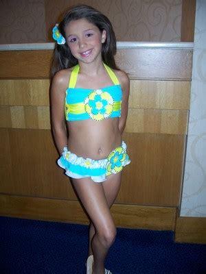 very young little girls little very young teen girls download foto gambar