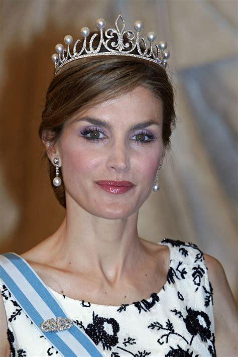 la reina de las la reina letizia estrena tiara el ropero de letizia