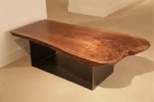 tisch aus baumstamm selber bauen baumstamm tisch der eyecatcher im rustikalen wohnzimmer