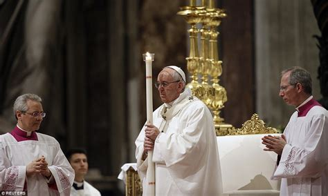 easter sunday mass pope francis leads solemn easter vigil ceremony in rome