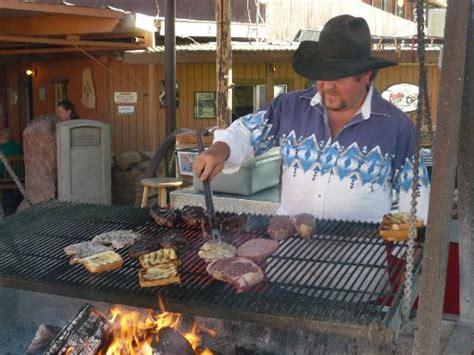 swinging steak mexican hat utah the swingin steak in mexican hat utah cooks food in a