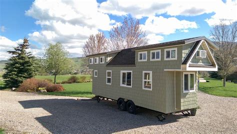 Tiny House Town The 200 Sq Ft Family Tiny Home Tiny House Nation Schedule
