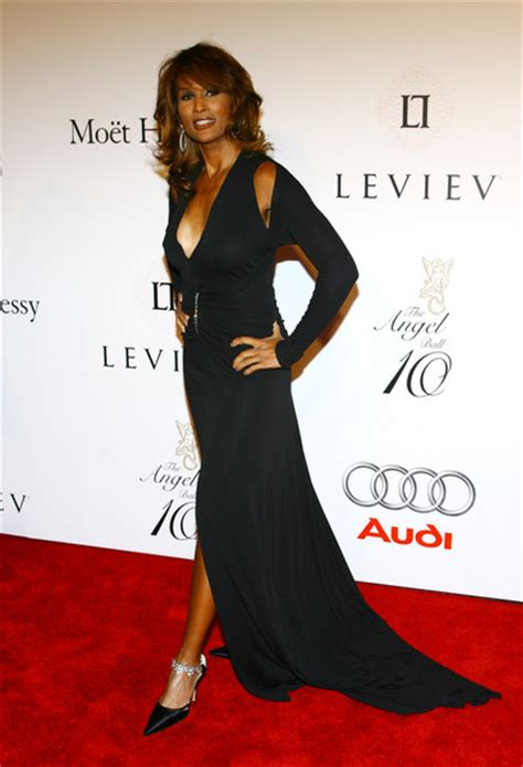 stephen burrows mother beverly johnson first black supermodel to grace the cover