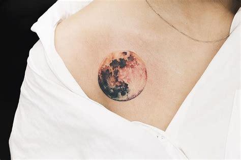 imagenes de tatuajes de lunas 29 hermosos tatuajes de luna para llevarte al espacio exterior