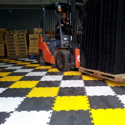 Garage Floor Mats Uk by Garage Floor Tiles Heavy Duty Black Checker Mats 50cm