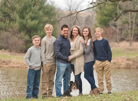 family photo color ideas large family posing neutral color scheme family