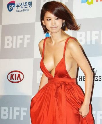 korean actress no bra oh needs no bra bares her hot cleavage diongalaxy