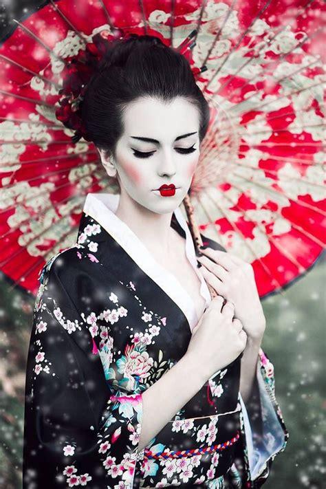 Dress Geisa wearing geisha costumes