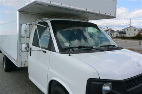 sell   chevrolet express  cutaway box truck loading ramp attic  vortec
