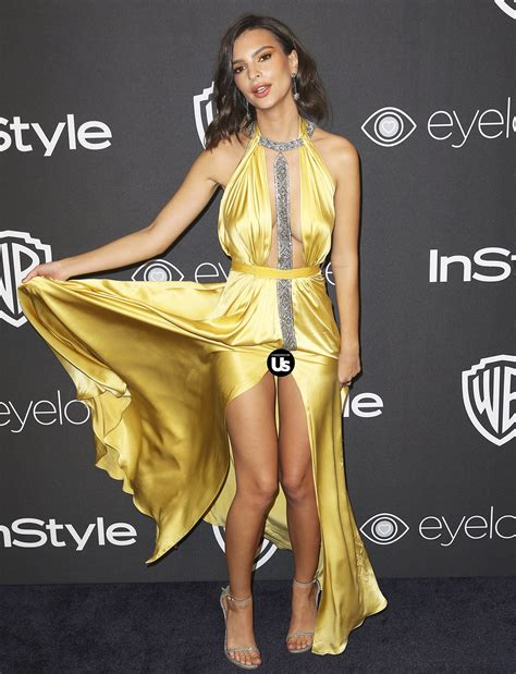 emily ratajkowski suffers wardrobe malfunction at golden