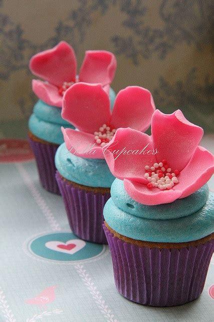 flower design cupcakes beautiful floral cupcake design yum pinterest