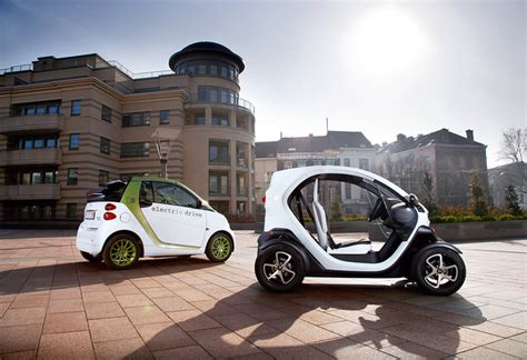 renault twizy vs smart fortwo renault twizy vs smart ed ii autogids