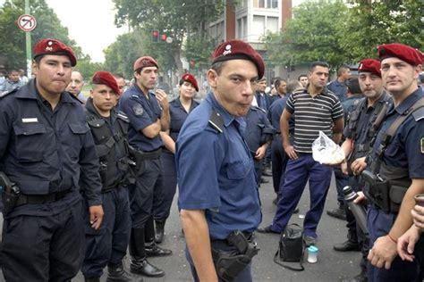 salario de un policia de la provincia en 2016 fijan el salario inicial de los polic 237 as y la mayor 237 a
