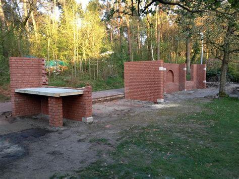 Betontisch Garten by Holzbackofen Mit Dem Bagger In Den Garten Grillforum Und Bbq Www Grillsportverein De