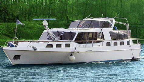 motorboot rhein mieten rhein schiff rundfahrten kaub loreley hochzeitsfeiern