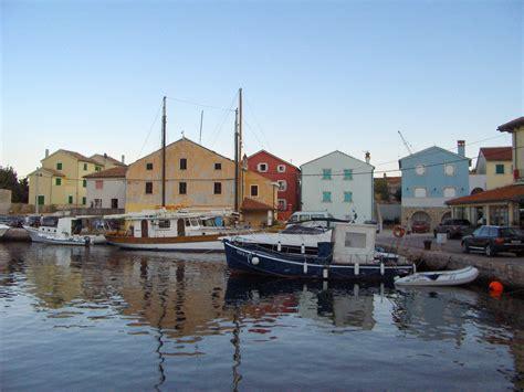 porto croazia porto di nerezine viaggi vacanze e turismo turisti per