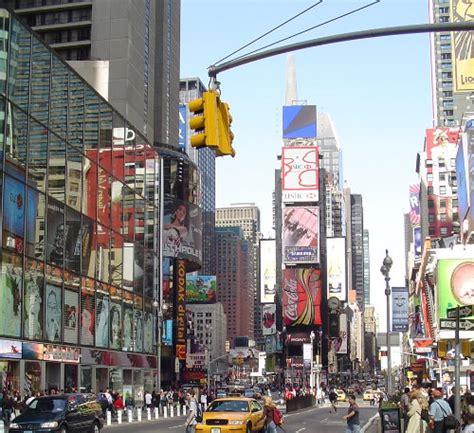 tattoo shop new york time square أفضل عشر مدن للتسوق عالميا