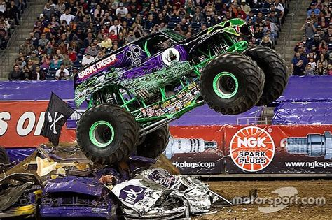 trucks grave digger crashes grave digger driver dennis injured in crash