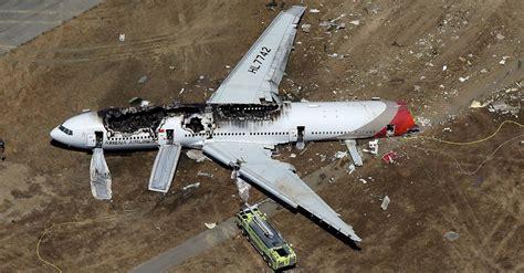 plane crash how to improve your chances of surviving a plane crash