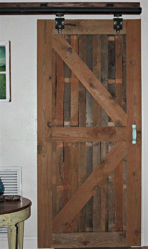 porton echo con palet portones de madera rusticos cheap portones de madera