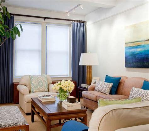 Real Simple Living Room Makeover حيل وافكار للتغلب على مشكلة الشقق ذات المساحات الصغيرة