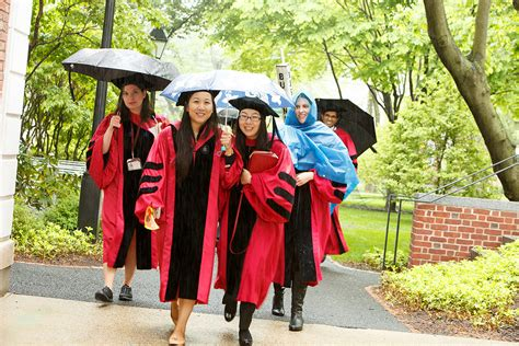 Mba School Codes by Harvard Graduation Dress Code What Makes Harvard